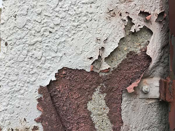 外壁のはがれ、ふくらみ、反りがある